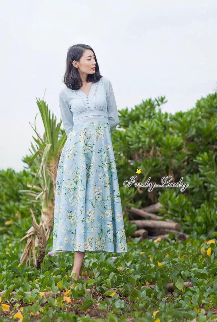 เดรสแฟชั่น Dress ยาวสไตล์สาวหวาน มาในโทนสีฟ้า แขนยาวแต่งฉลุ