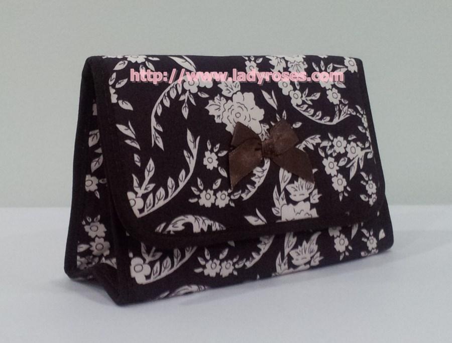 กระเป๋าเครื่องสำอางค์ นารายา ผ้าคอตตอน สีน้ำตาล พิมพ์ลายดอกไม้ มีกระจกในตัว Size L (กระเป๋านารายา กระเป๋าผ้า NaRaYa)