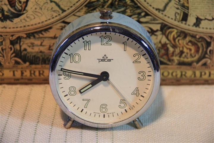 M0492 นาฬิกาปลูกเยอรมันโบราณ Peter เก่าเก็บ เดินดี ปลุกดี ราคารวมค่าจัดส่ง EMS แล้ว 1250 บาท