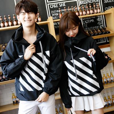 ชุดคู่รักเกาหลี เสื้อแจ็คเก็ตแขนยาว สีดำ แต่งลายหน้าหลัง ทรงหลวม