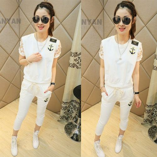 ++สินค้าพร้อมส่งค่ะ++ ชุดแฟชั่นเซ็ทเกาหลี เสื้อคอกลม แขนสั้น ผ้า cotton เนื้อดีนิ่มมากค่ะ แขนฉลุเก๋+กางเกงขาห้าส่วน เอวจั้มแต่งป้ายเก๋ – สีขาว