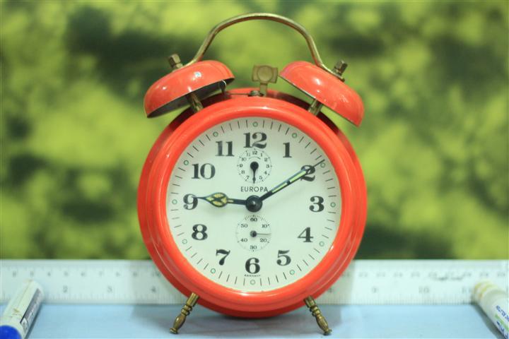 T0637 นาฬิกาปลุกเยอรมันโบราณ EUROPA ส่ง EMS ฟรี