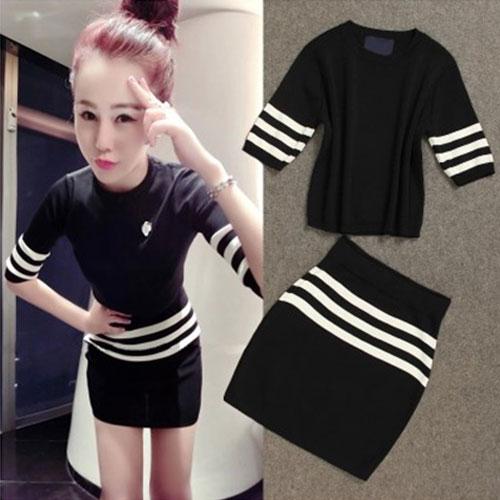 ++สินค้าพร้อมส่งค่ะ++ชุดเซ็ทเกาหลี เสื้อแขนห้าส่วน คอกลม ผ้า knitting เนื้อดี แต่งลายเส้นขอบแขน+กระโปรงสั้นน่ารัก – สีดำ