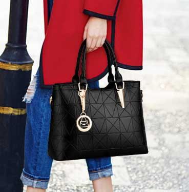 Pre-order กระเป๋าผู้หญิงถือและสะพายข้างแต่งจี้ห้อย สไตล์แบรนด์ แฟชั่นสไตล์ยุโรป รหัส KO-859 สีดำ