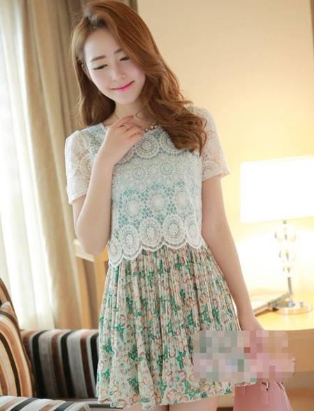 ชุดเดรส ชุดเดรสสั้นแฟชั่นเกาหลีน่ารัก แนวหวาน สีเขียว เสื้อลูกไม้คอกลม แขนสั้น กระโปรงลายดอกไม้อัดพลีท ใส่เที่ยวน่ารัก สวยมากๆครับ (พร้อมส่ง)
