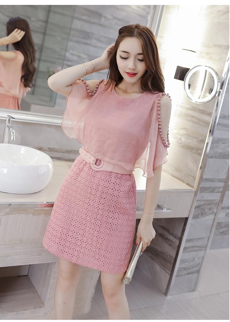 ชุดเดรสสวยๆ ผ้าคอตตอนฉลุลายตามแบบ สีชมพู ตัวเดรสด้านในแขนกุด