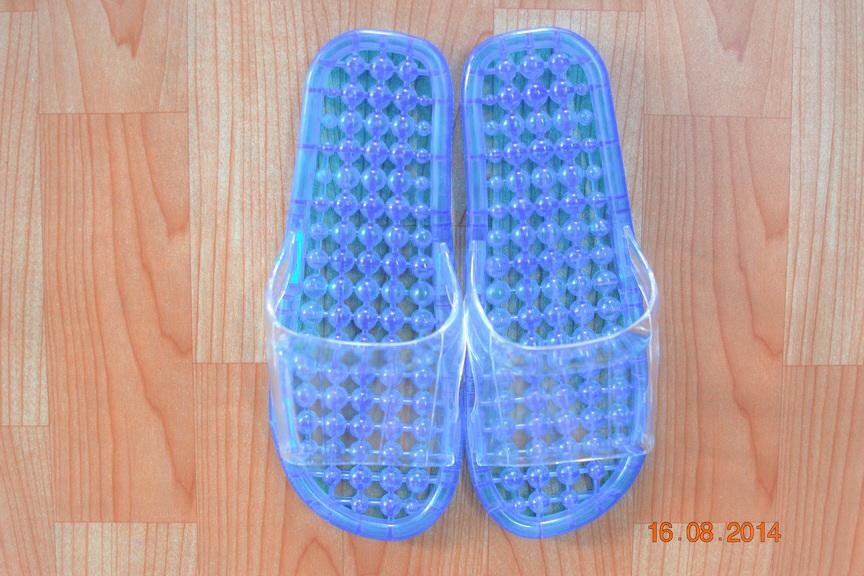 K012-SBL**พร้อมส่ง** (ปลีก+ส่ง) รองเท้านวดสปา เพื่อสุขภาพ ปุ่มเล็ก (ใส) สีฟ้า ส่งคู่ละ 80 บ.
