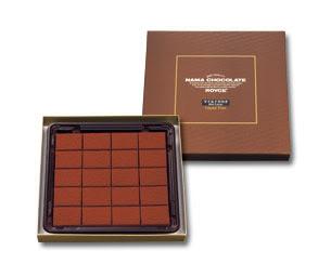 (xyz102)Royce Nama Chocolate Mild Cacao : กล่องสีน้ำตาล โกโก้ล้วนๆไม่ผสมเหล้า โรยด้วยผงช็อคโกแลตรสเข้ม หอมโกโก้ซึมซาบเข้ามาเวลาละลายในปากค่ะ