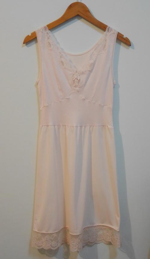 jp3731 ชุดซับใน/ชุดนอน ช่วงตัวเสื้อกล้ามผ้ายืด ต่อเอวผ้าไนลอนแต่งผ้าลูกไม้ รอบอก 30-34 นิ้ว