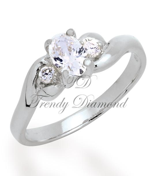 แหวนเพชรทิิวลิป สีทองคำขาว