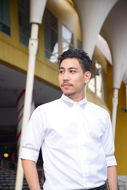 เสื้อเชิ้ตผู้ชาย รุ่นปกสามเหลี่ยม สีขาว