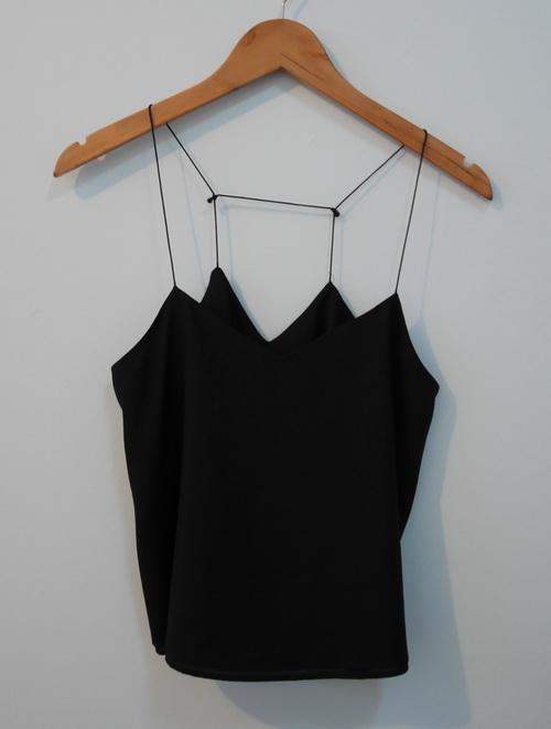 jp3825 เสื้อนอนสีดำ ผ้าโพลี สีดำ สายบ่าปรับไม่ได้ รอบอก 32-33 นิ้ว