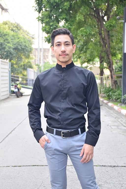 เสื้อเชิ้ตรุ่นคอหยัก สีดำ