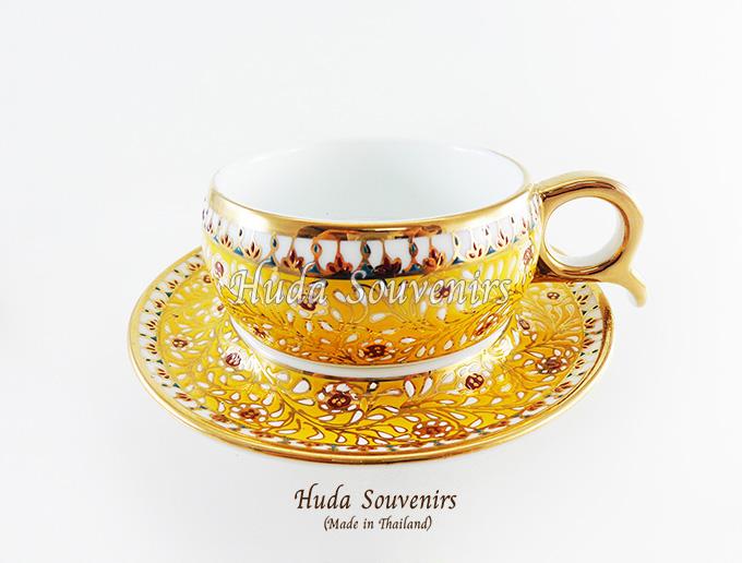 ของที่ระลึก แก้วกาแฟเบญจรงค์ หูกรรไกร ลวดลายจักรี โทนสีเหลือง ลายเนื้อนูนเคลือบผิวเงา สินค้าพร้อมส่ง (ราคาไม่รวมกล่อง)